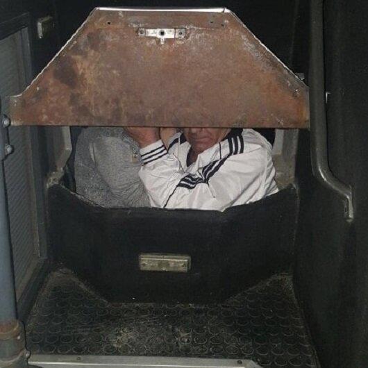 Otobüsün gizli bölmesinde yakalandılar