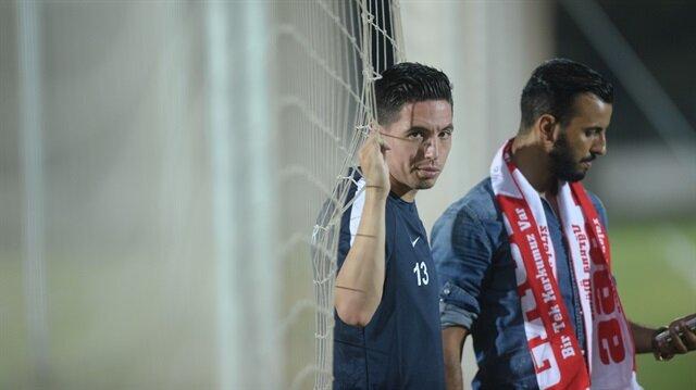 Samir Nasri Antalyaspor'da beklentileri karşılayamazken devre arasında sözleşmesi karşılıklı olarak feshedildi.