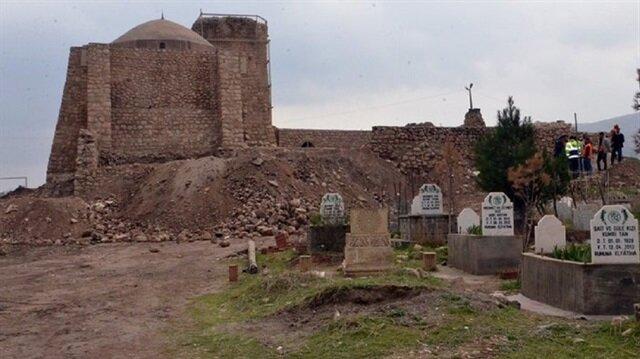 Çalışmadan etkilenecek mezarlıkların yeri değişiyor.