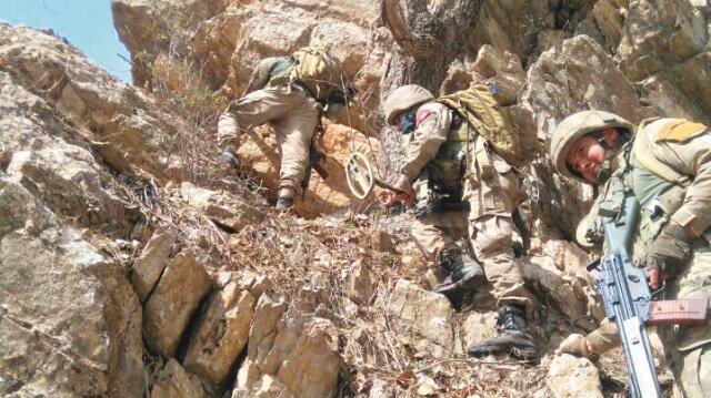 Özel eğitimli askerler, 900 kod numaralı tepeye sızarak burayı 'tek kurşun atmadan' ele geçirdi.