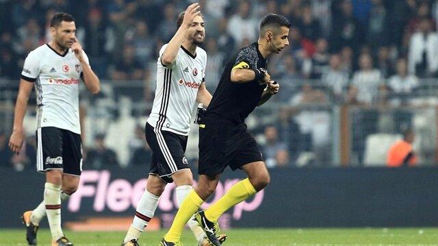 Caner Erkin, hakem Mete Kalkavan'la girdiği tartışma ve yaptığı hareketler sonrası 6 maç ceza almıştı.