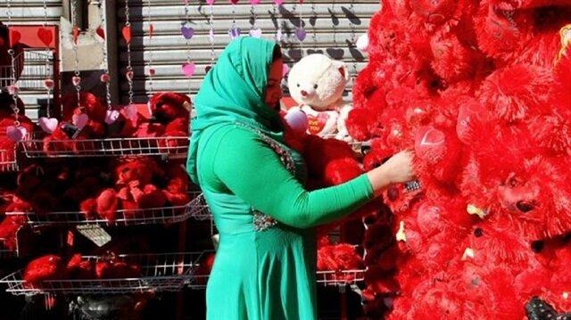"""كيف استقبل المصريّون يومَ """"عيد الحب""""؟"""