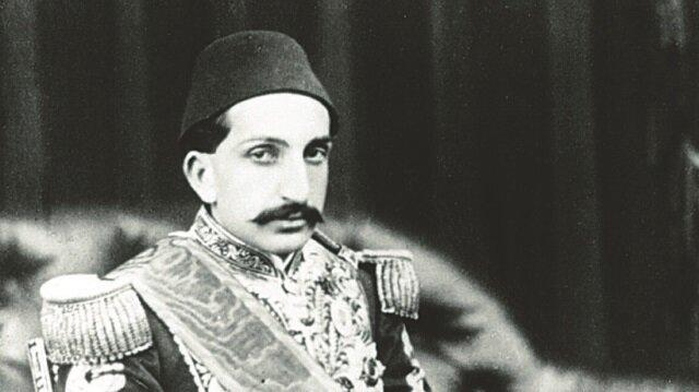 II. Abdülhamid Han'ın cenaze töreni ve kılıç kuşanması gibi tarihi olayların görsellerinin de bulunduğu sergi 28 Şubat'a kadar ziyaret edilebilecek.
