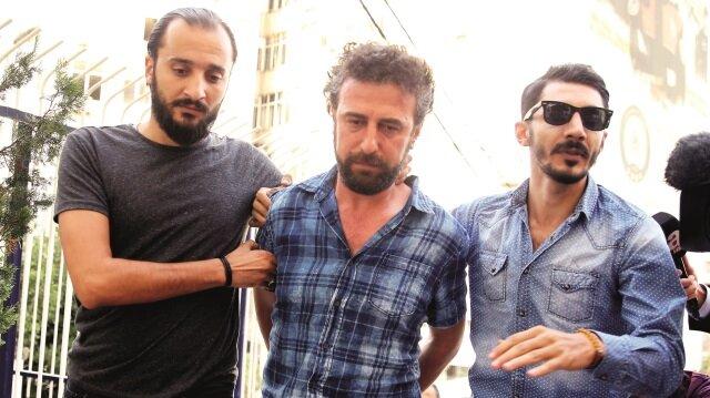 29 Mayıs'ta kayınpederi gazeteci Kadir Demirel'i öldüren, eşini de yaralayan Cemil Karanfil, cinayetten 105 gün sonra İzmir'de yakalanmıştı.