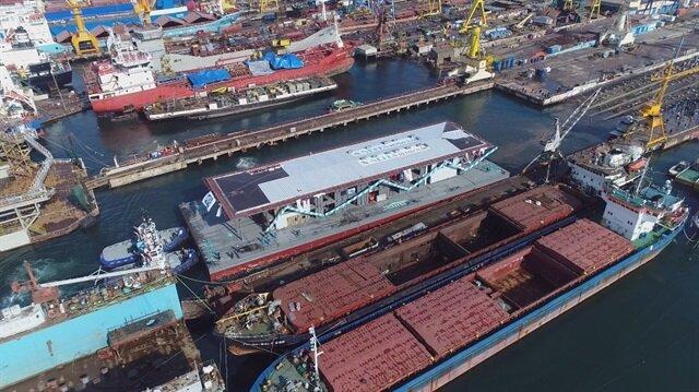 Karaköy İskelesi'nin yerine yapılan akıllı yüzer iskele havadan görüntülendi.