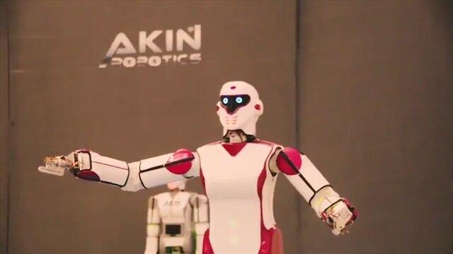 'Erik Dalı' oynayan ilk insansı Türk robot ADA GH5