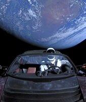 Uzaydaki Tesla'yı takip edebilirsiniz