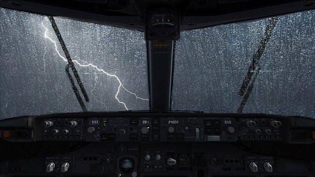 İran'da camı kırılan uçak zorunlu iniş yaptı