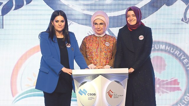 Jülide Sarıeroğlu - Emine Erdoğan - Fatma Betül Sayan Kaya