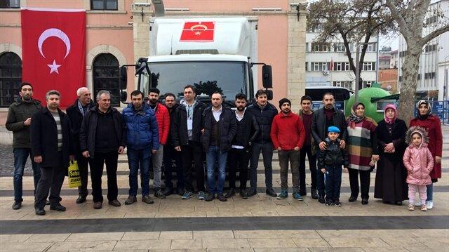 Elazığ'da, tarihi Kapalı Çarşı esnafı ve vatandaşlar Afrin'deki askerlerimize gıda malzemesi gönderdi.