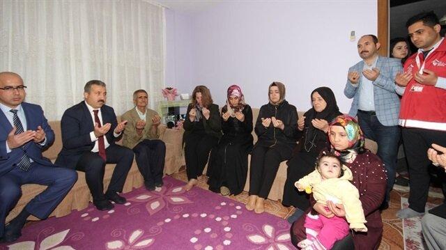 Bakan Kaya Afrin şehidi Evren'nin babaevini ziyaret etti 