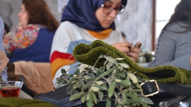 Bilecik'te Afrin'deki Mehmetçiklerimiz için atkı ve bere ördüler