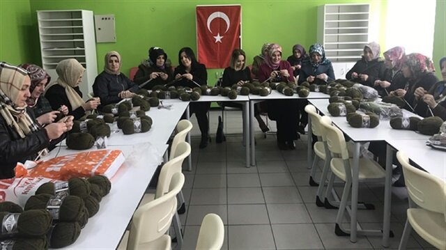 Wool yarn sales quadruple with moms' crochet campaign for Turkish soldiers