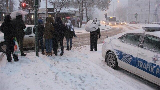 Edirne'de kar yağışı şehir 20 dakikada beyaza bürüdü