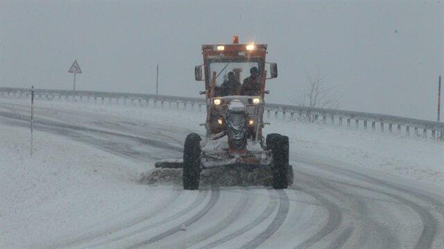 Kırklareli'de yoğun kar nedeniyle 12 köy yolu ulaşıma kapandı