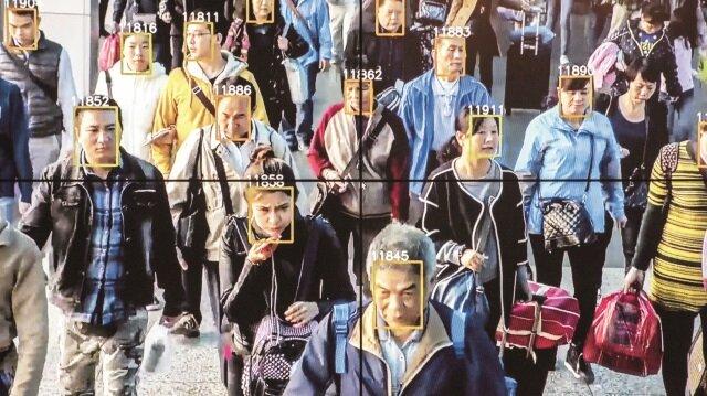 Çin, yazılımın ihbar ettiği Uygurları gözaltına alıyor
