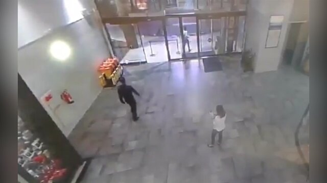 Alışveriş merkezinde akılalmaz kaza kamerada