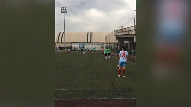 Yok böyle bir gol... Milli kadın futbolcudan inanılmaz frikik golü
