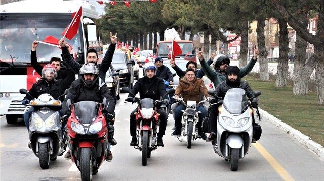 Isparta'da Zeytin Dalı Harekatı'na destek için yüzlerce araçla konvoy oluşturuldu.