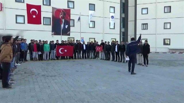 Üniversite öğrencileri kampüsü Komando andı ile inletti