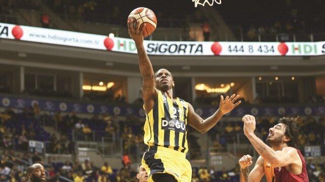 Rakibine karşı üst üste 16. maçını da kazanan Fenerbahçe Doğuş, lig liderliğini de korudu