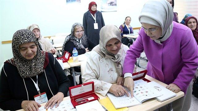 Emine Erdoğan:  Yüzde 100 okuryazar bir toplum olacağız