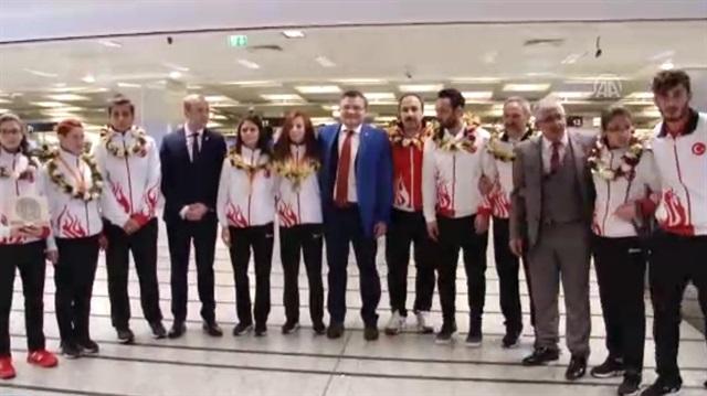 Özel sporcular Türkiye'ye döndü