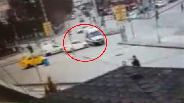 Ambulansa takla attıran feci kaza kamerada