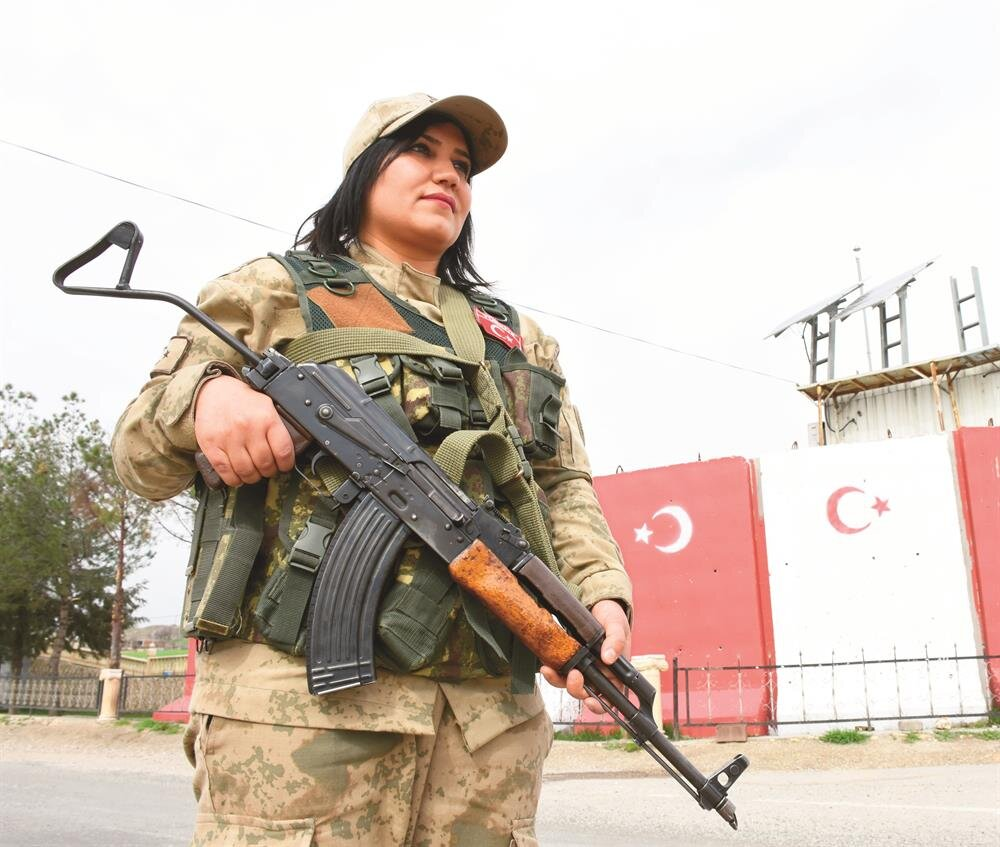 Turkish troops siege Kurdish-held town in Syria