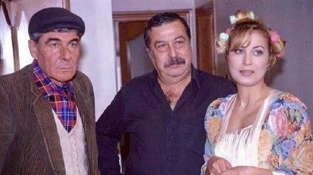 Ercan Yazgan (solda) Bizimkiler dizisinde Kapıcı Cafer'i canlandırıyordu.