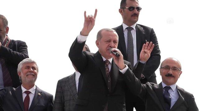 Cumhurbaşkanı Erdoğan'ın 'bozkurt' yaptığı anlar böyle görüntülendi
