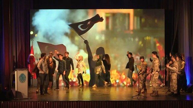 Saraybosnalı öğrencilerden duygulandıran 15 Temmuz sahnesi