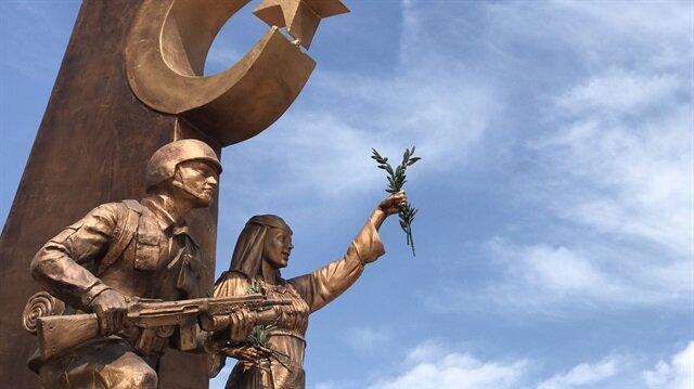 """شهداء """"غصن الزيتون"""".. نصب تذكاريّ بمرسين التركية يخلّد ذكراهم"""