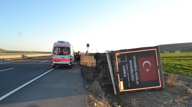 UMKE'ye ait TIR, Aksaray Adana karayolunun 30. kilometresinde şarampole devrildi.