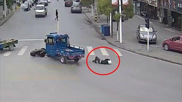 Motosikletliye çarpıp kaçan şoföre haddini bildirdiler