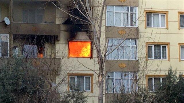 Ev sahibine kızan kiracı evi yaktı.