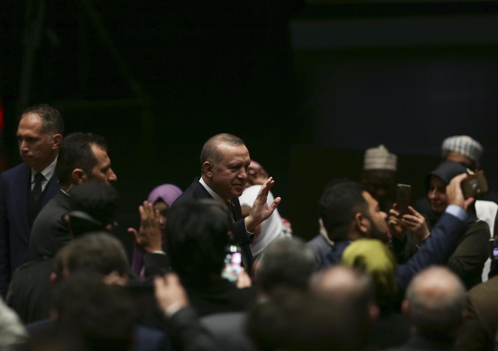 Cumhurbaşkanı Recep Tayyip Erdoğan, Beştepe Millet Kongre ve Kültür Merkezi'nde düzenlenen İyilik Ödülleri Programı'na katıldı. Cumhurbaşkanı Erdoğan, vatandaşları selamladı.(AA)