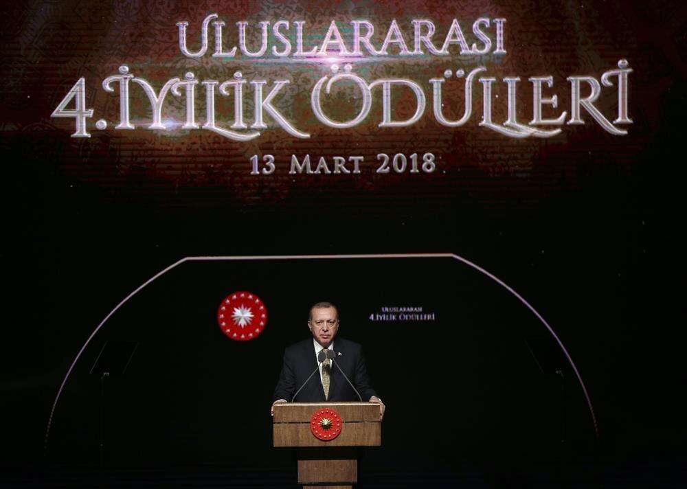 Cumhurbaşkanı Recep Tayyip Erdoğan, Beştepe Millet Kongre ve Kültür Merkezi'nde düzenlenen Uluslararası 4. İyilik Ödülleri Programı'na katılarak konuşma yaptı.(AA)