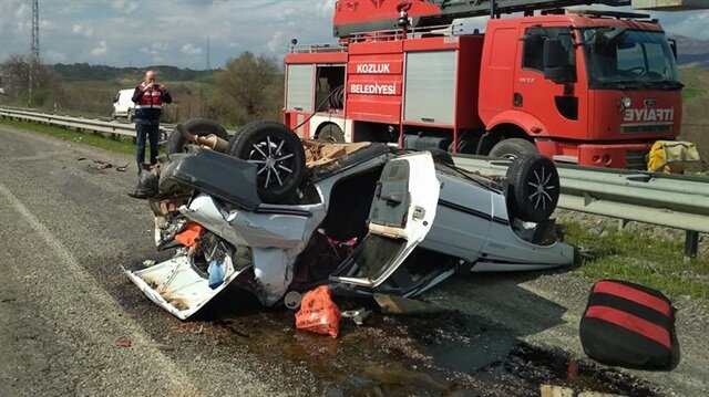 Meydana gelen kazada takla atan araçta bulunan 2 kişi yaralandı.