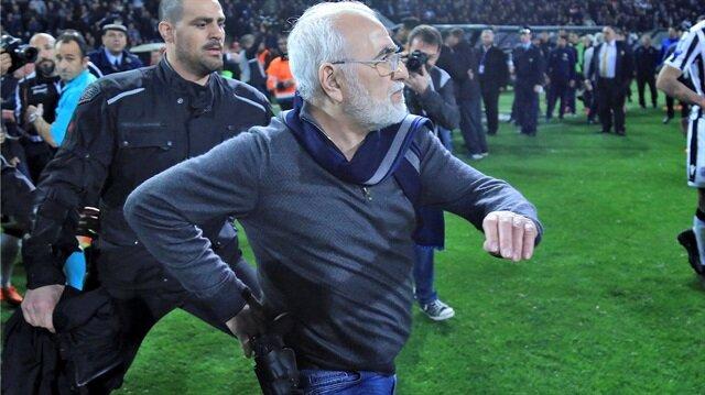 AEK ile oynanan maçta kulüp başkanı Ivan Savvidis'in belinde silahla sahaya girmesi nedeniyle PAOK'un üyeliği askıya alındı.