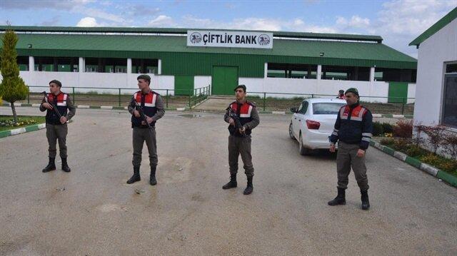 Çiftlik Bank'ın tesislerinde jandarma tarafından alınan güvenlik tedbirleri artırıldı.