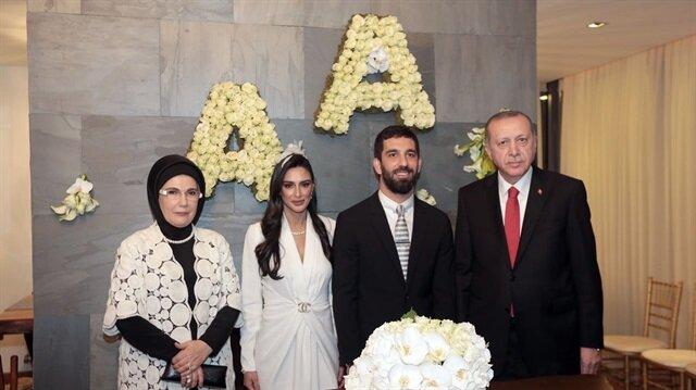 Cumhurbaşkanı Erdoğan ve Emine Erdoğan'dan Arda Turan'a düğün hediyesi