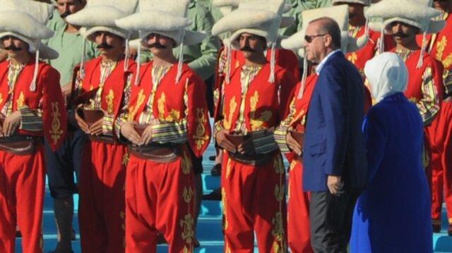Cumhurbaşkanı Recep Tayyip Erdoğan, yeni askeri zaferler için  marş çağrısında bulundu.