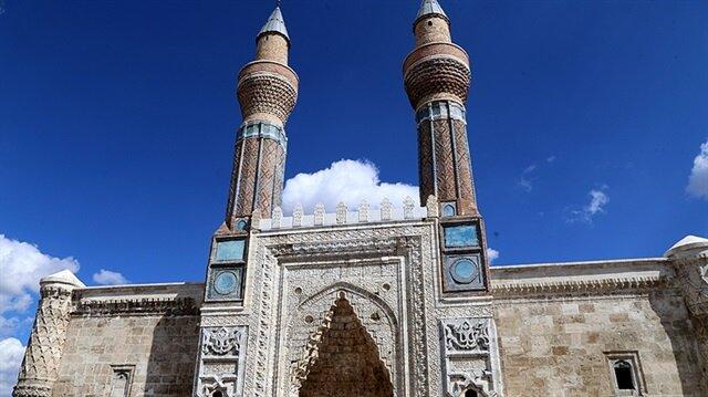 Sivas'taki önemli tarihi yapılardan biri olan Gök Medrese'nin restorasyonunda sona yaklaşıldı.