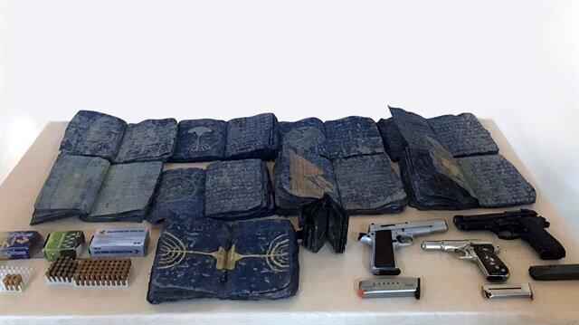 Şanlıurfa'daki operaysonda Roma dönemine ait 10 İncil ele geçirildi.