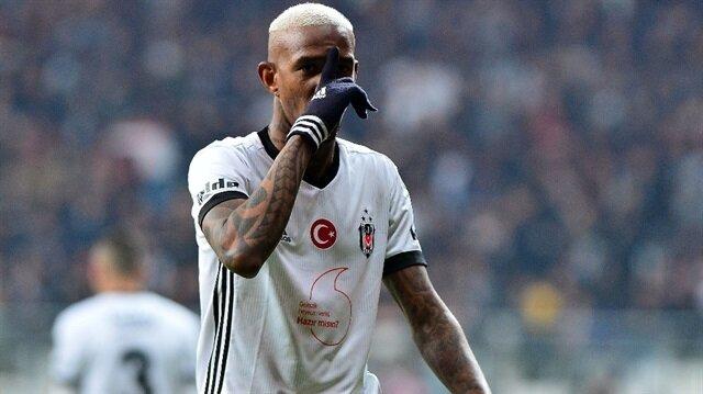 Beşiktaş'ta kiralık olarak ikinci yılını yaşayan Brezilyalı futbolcu, bu sezon tüm kulvarlarda 36 maçta 16 gol attı.
