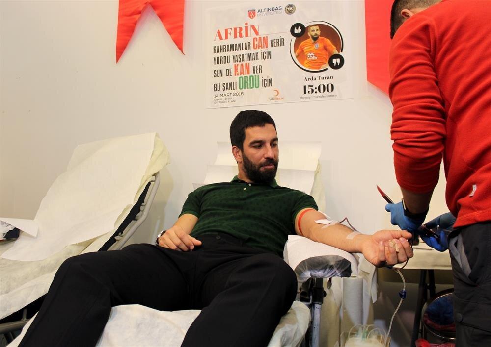Arda Turan, Afrin'deki Mehmetçikler için kan bağışında bulundu.