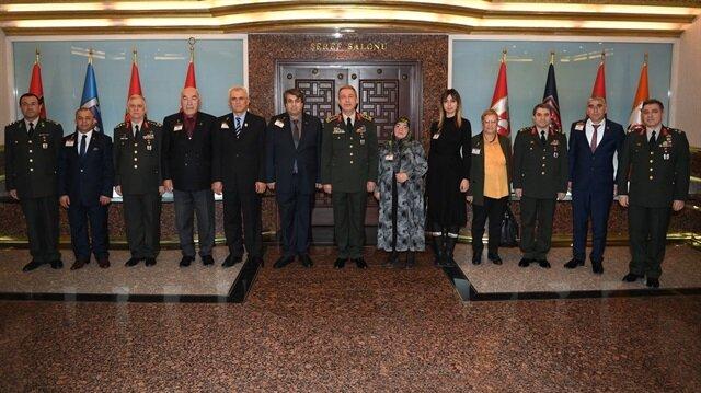 Genelkurmay Başkanı Akar, Türkiye Harp Malulü Gaziler, Şehit Dul ve Yetimleri Derneği üyelerini kabul etti.