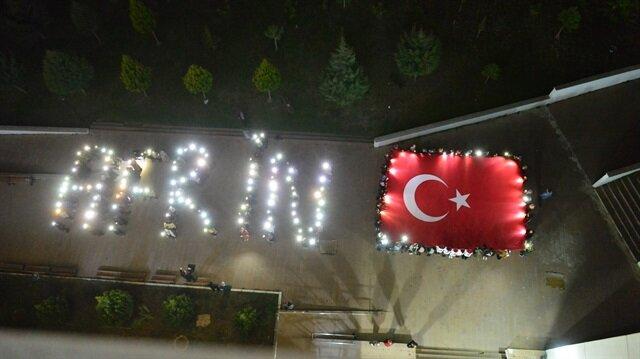 Harekata destek amacıyla ay-yıldızlı figür ve Afrin yazılı koreografi hazırladı.