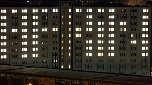 """KYK yurdunda kalan öğrenciler, odalarındaki ışıklarla """"Afrin"""" yazısı oluşturdu."""